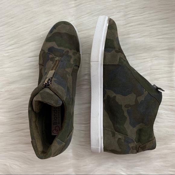 f7a3855e473 Blondo Camo Glenda Wedge Sneakers